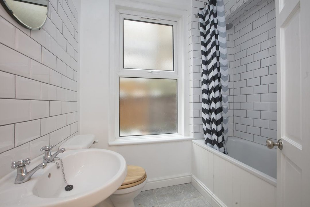 Flat - Conversion Sale Agreed in Coldharbour Lane, SE5 250 view9