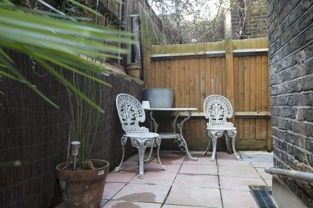 Flat - Conversion Sale Agreed in Coldharbour Lane, SE5 250 view6