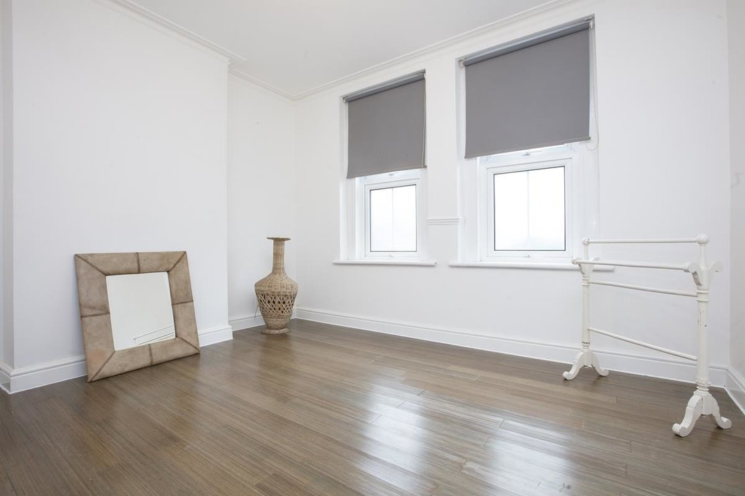 Flat - Conversion Sale Agreed in Coldharbour Lane, SE5 250 view2