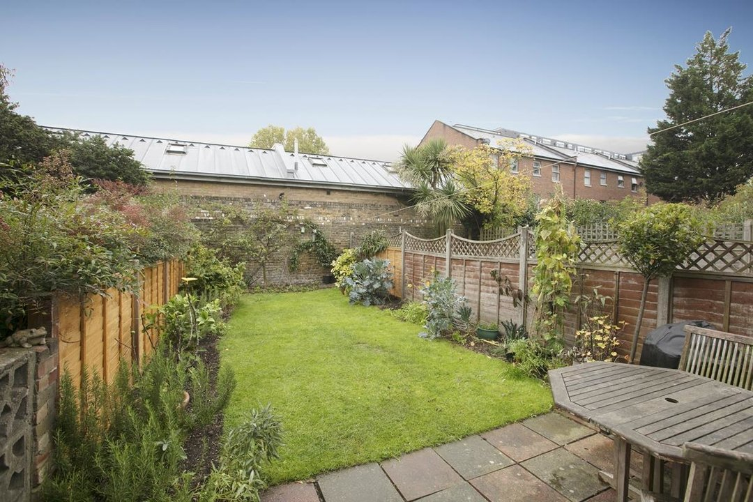 House - Terraced For Sale in Coleman Road, SE5 214 view3