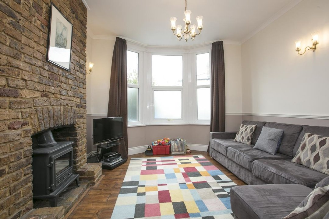 House - Terraced For Sale in Coleman Road, SE5 214 view2