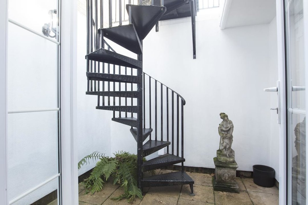 House - Terraced For Sale in Coleman Road, SE5 269 view11