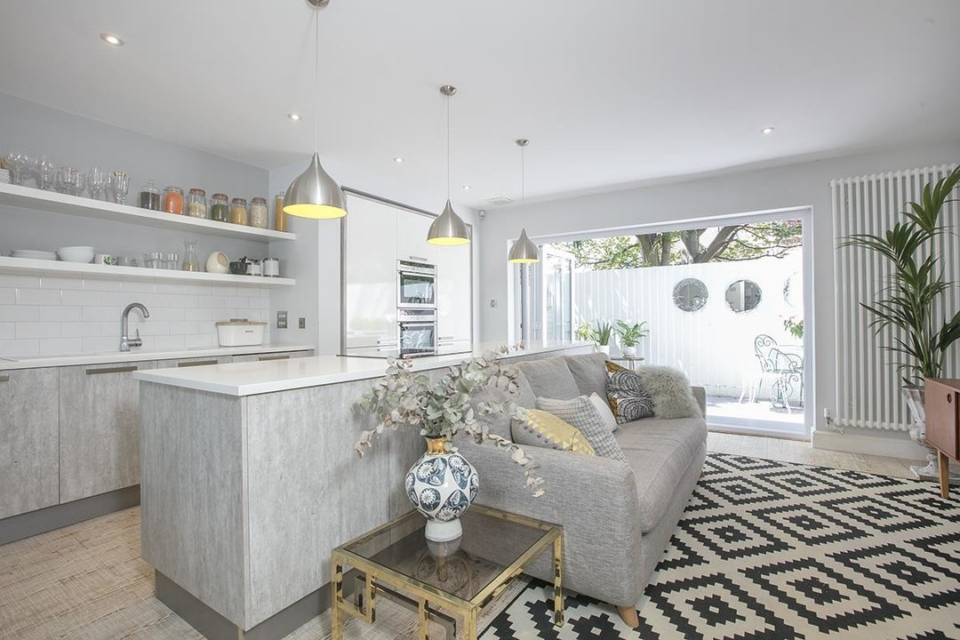 House - Semi-Detached For Sale in Crofton Road, SE5 337 view2