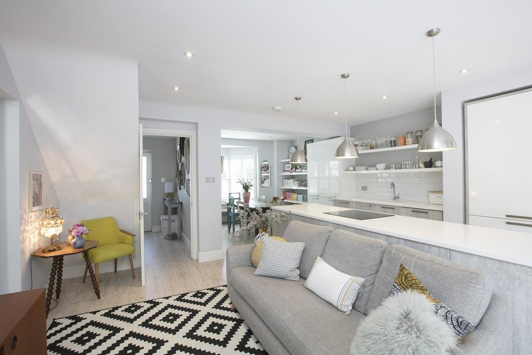 House - Semi-Detached For Sale in Crofton Road, SE5 337 view7
