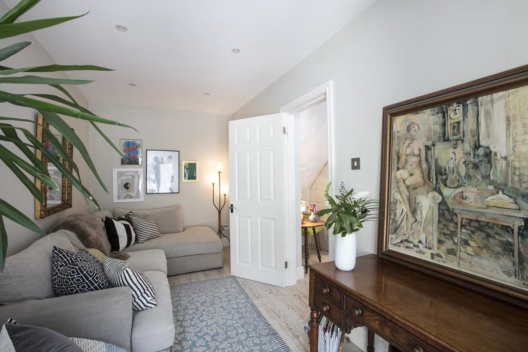 House - Semi-Detached For Sale in Crofton Road, SE5 337 view12
