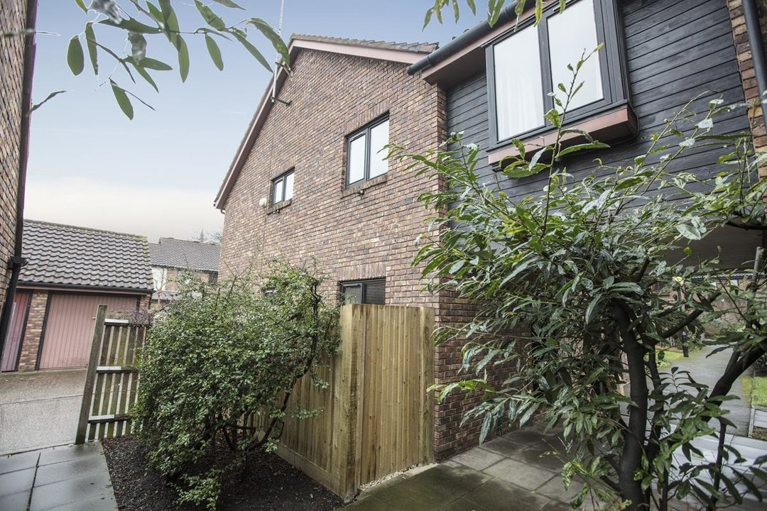 House - Link Detached For Sale in Cuthill Walk, SE5 274 view1