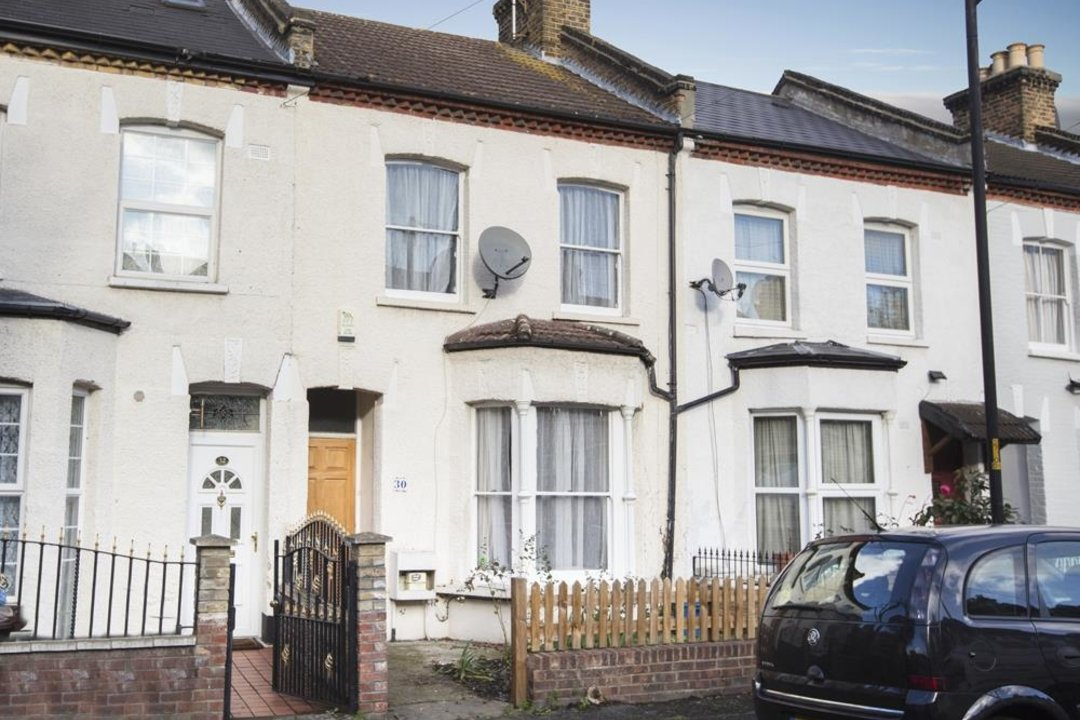 House - Terraced Sale Agreed in Elcot Avenue, SE15 235 view2