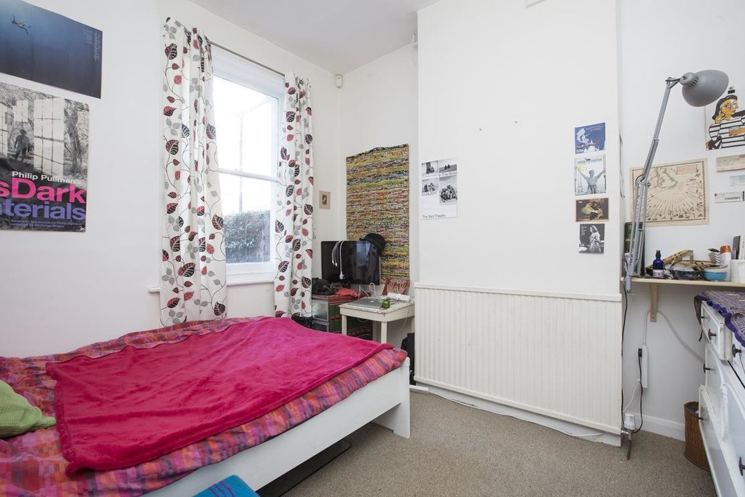 House - Terraced For Sale in Elcot Avenue, SE15 235 view5