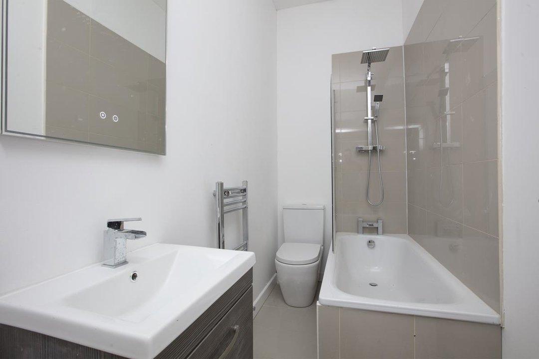 Flat/Apartment For Sale in Elmington Road, SE5 219 view6