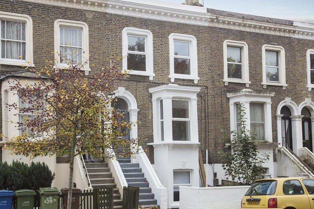 Flat/Apartment For Sale in Elmington Road, SE5 219 view1