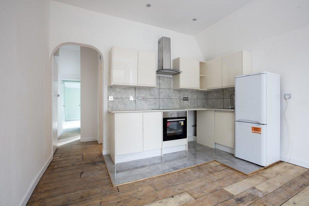 Flat/Apartment For Sale in Elmington Road, SE5 219 view2
