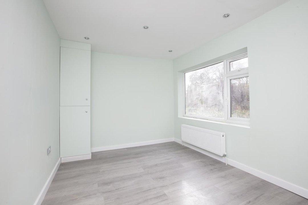Flat/Apartment For Sale in Elmington Road, SE5 219 view4