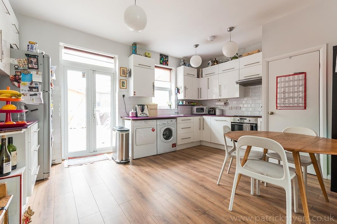 House - Terraced For Sale in Ethnard Road, SE15 79 view1