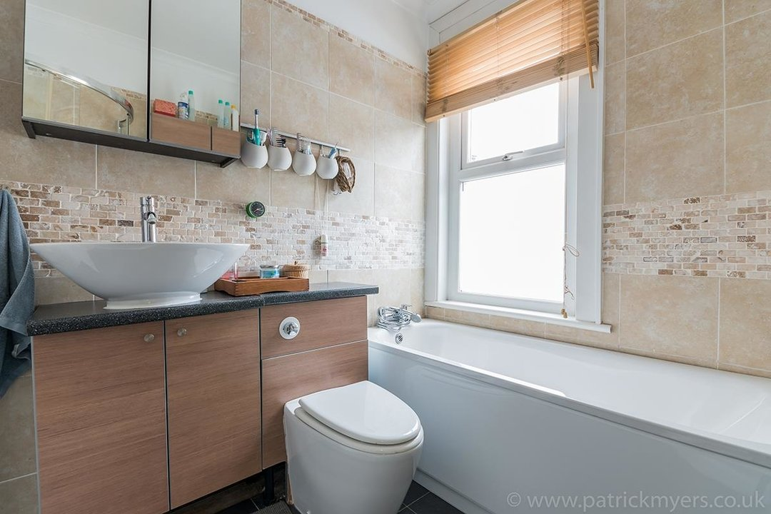 House - Terraced For Sale in Ethnard Road, SE15 79 view10