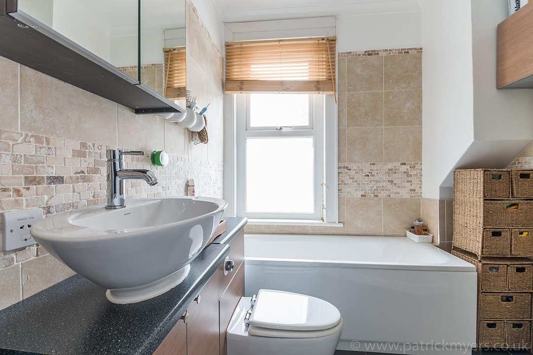 House - Terraced For Sale in Ethnard Road, SE15 79 view11