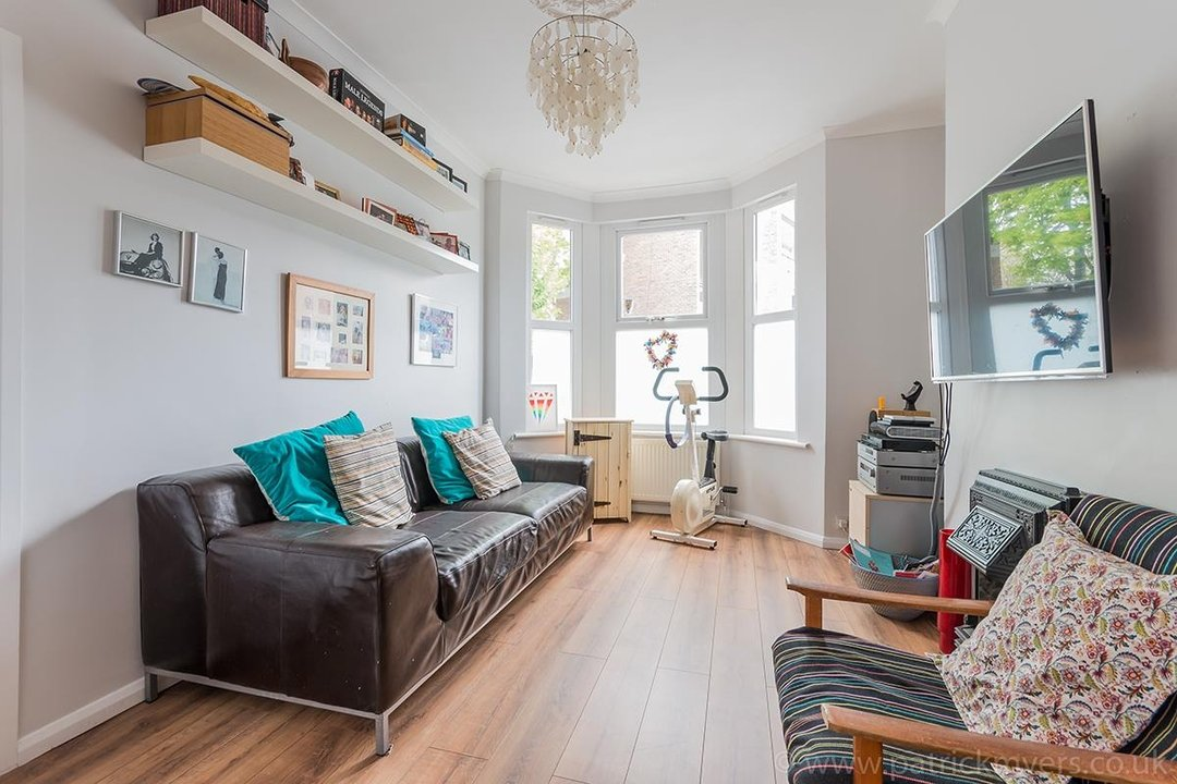 House - Terraced For Sale in Ethnard Road, SE15 79 view3