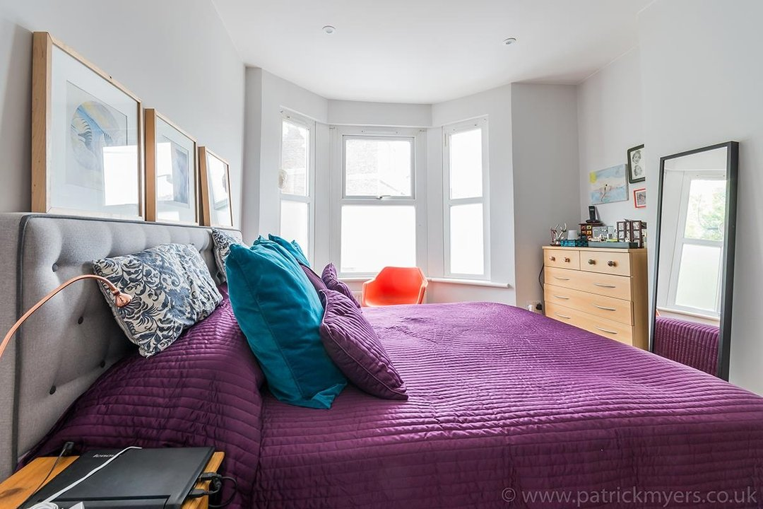 House - Terraced For Sale in Ethnard Road, SE15 79 view8