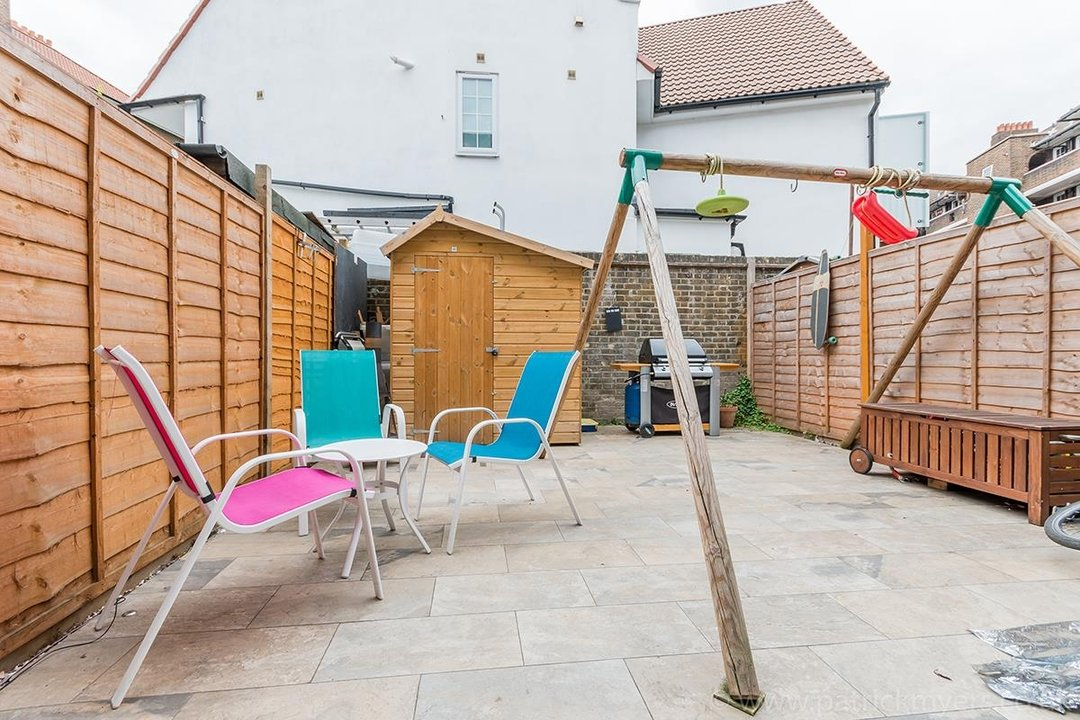 House - Terraced For Sale in Ethnard Road, SE15 79 view16