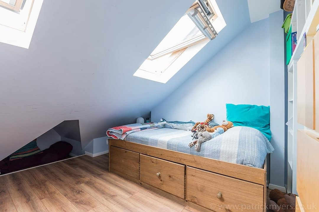 House - Terraced For Sale in Ethnard Road, SE15 79 view13