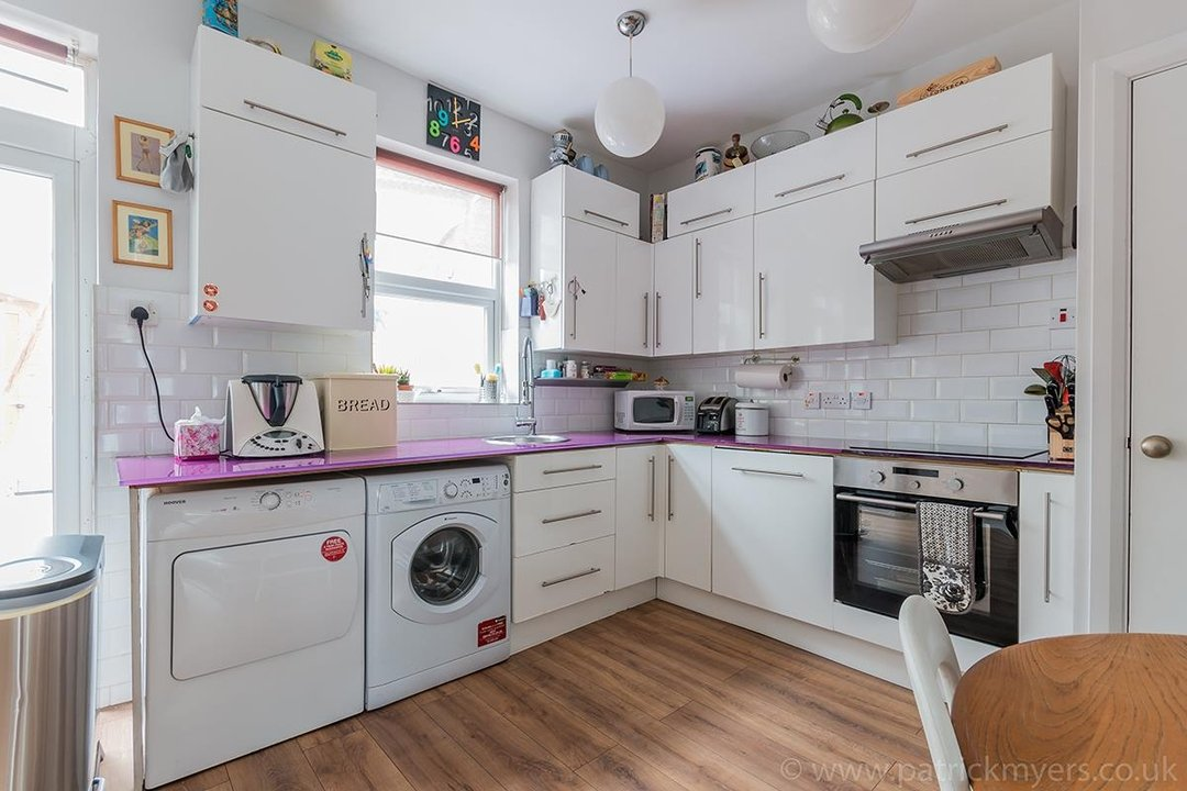 House - Terraced For Sale in Ethnard Road, SE15 79 view6