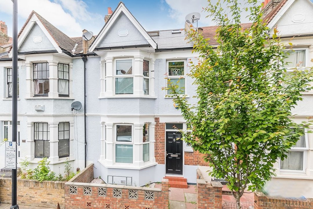 House - Terraced For Sale in Ethnard Road, SE15 79 view2