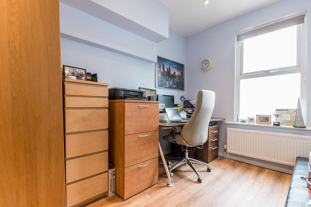 House - Terraced For Sale in Ethnard Road, SE15 79 view12