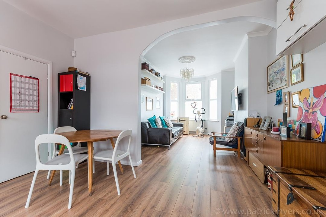 House - Terraced For Sale in Ethnard Road, SE15 79 view4