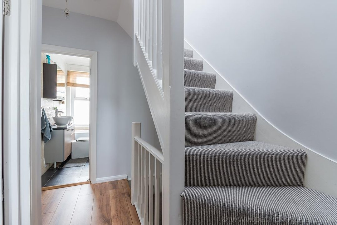 House - Terraced For Sale in Ethnard Road, SE15 79 view9