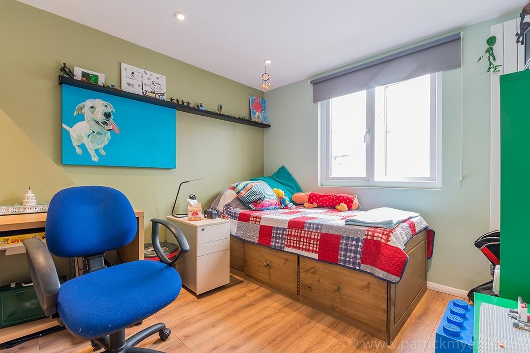 House - Terraced For Sale in Ethnard Road, SE15 79 view14