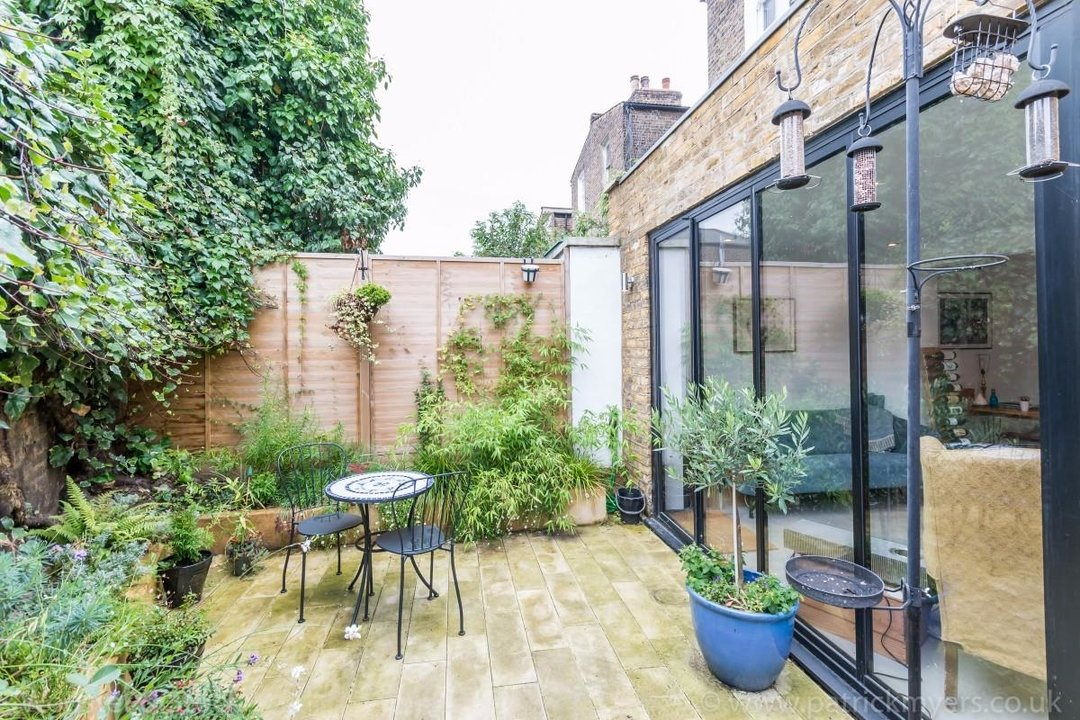 Flat - Conversion Sale Agreed in Fenwick Road, SE15 176 view9