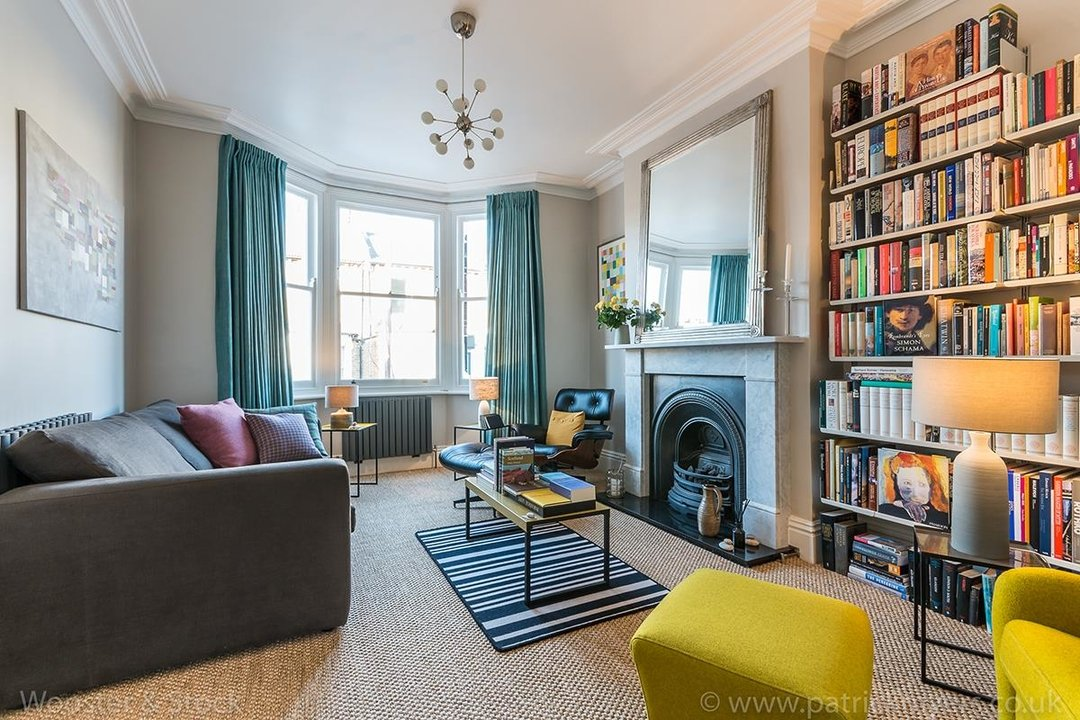 House - Terraced For Sale in Gairloch Road, SE5 242 view2
