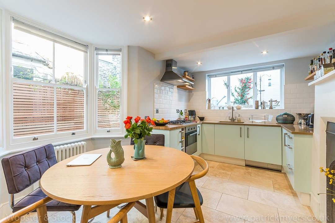 House - Terraced Sold in Gairloch Road, SE5 242 view8