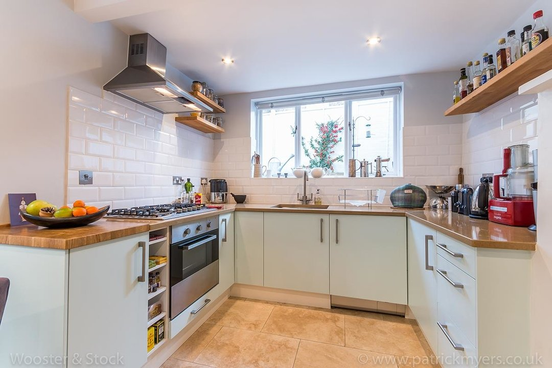 House - Terraced For Sale in Gairloch Road, SE5 242 view9