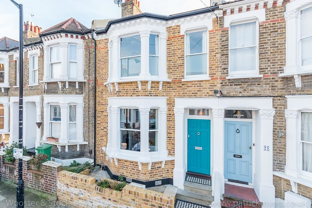 House - Terraced Sold in Gairloch Road, SE5 242 view1
