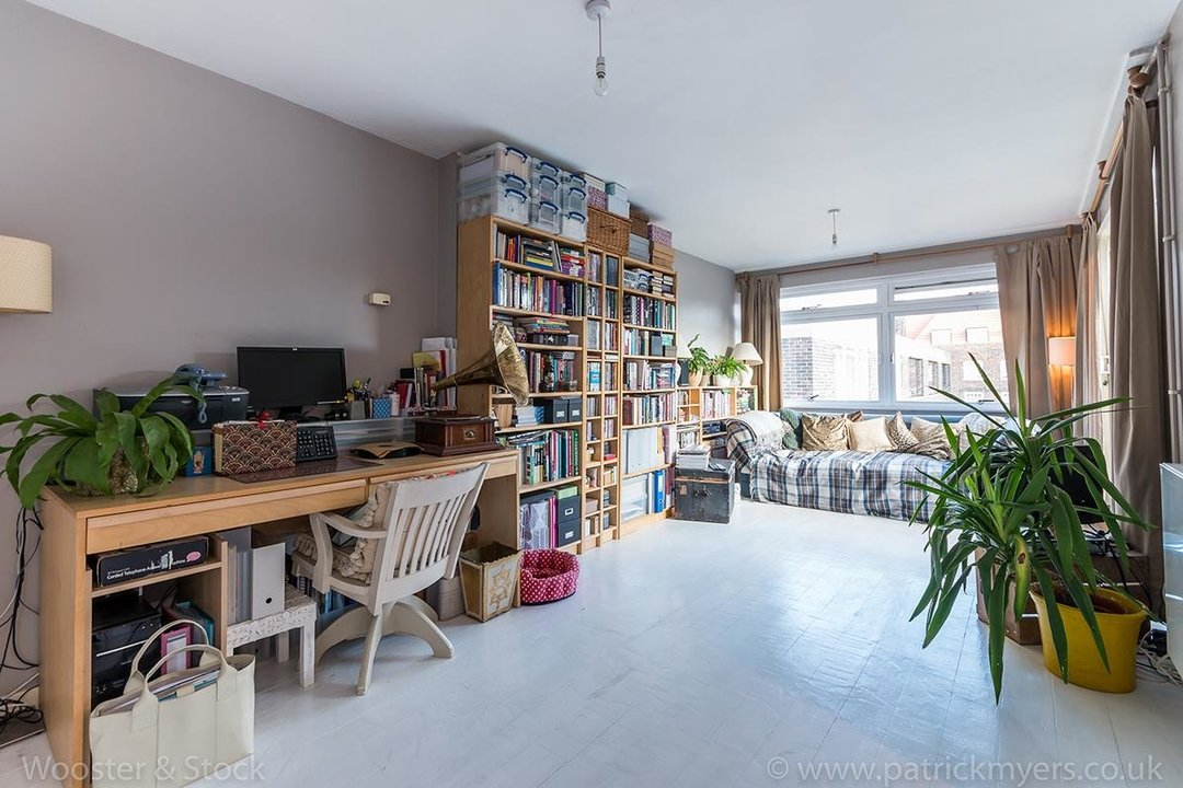 Flat/Apartment Sale Agreed in Gilesmead, Camberwell Church Street, SE5 245 view1
