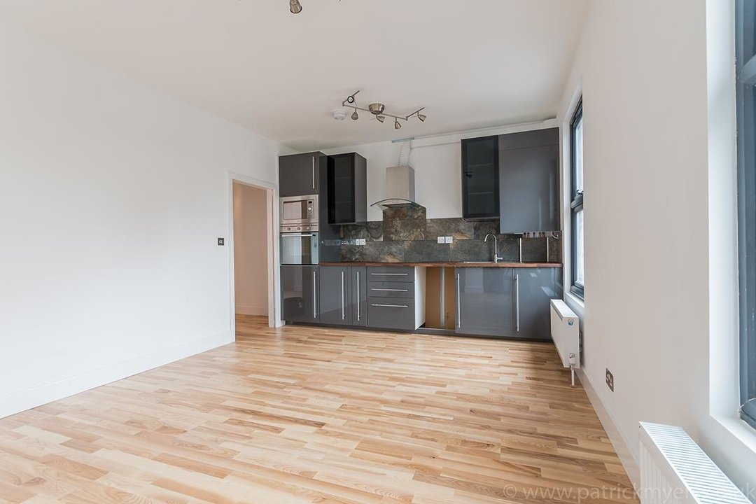 Flat - Conversion Sale Agreed in Gordon Road, London SE15 16 view4