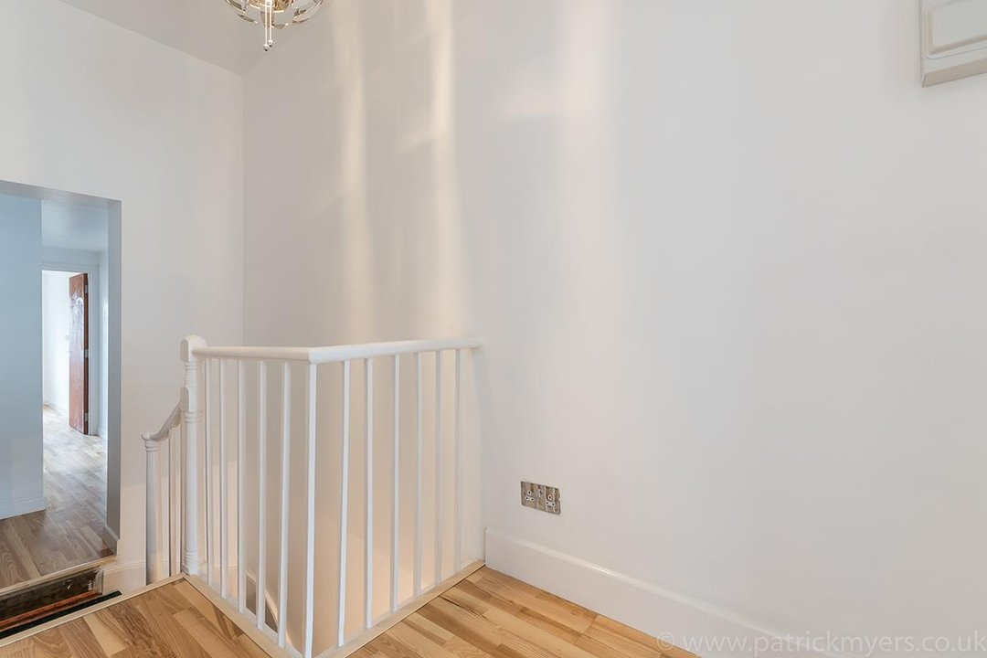 Flat - Conversion Sale Agreed in Gordon Road, London SE15 16 view6