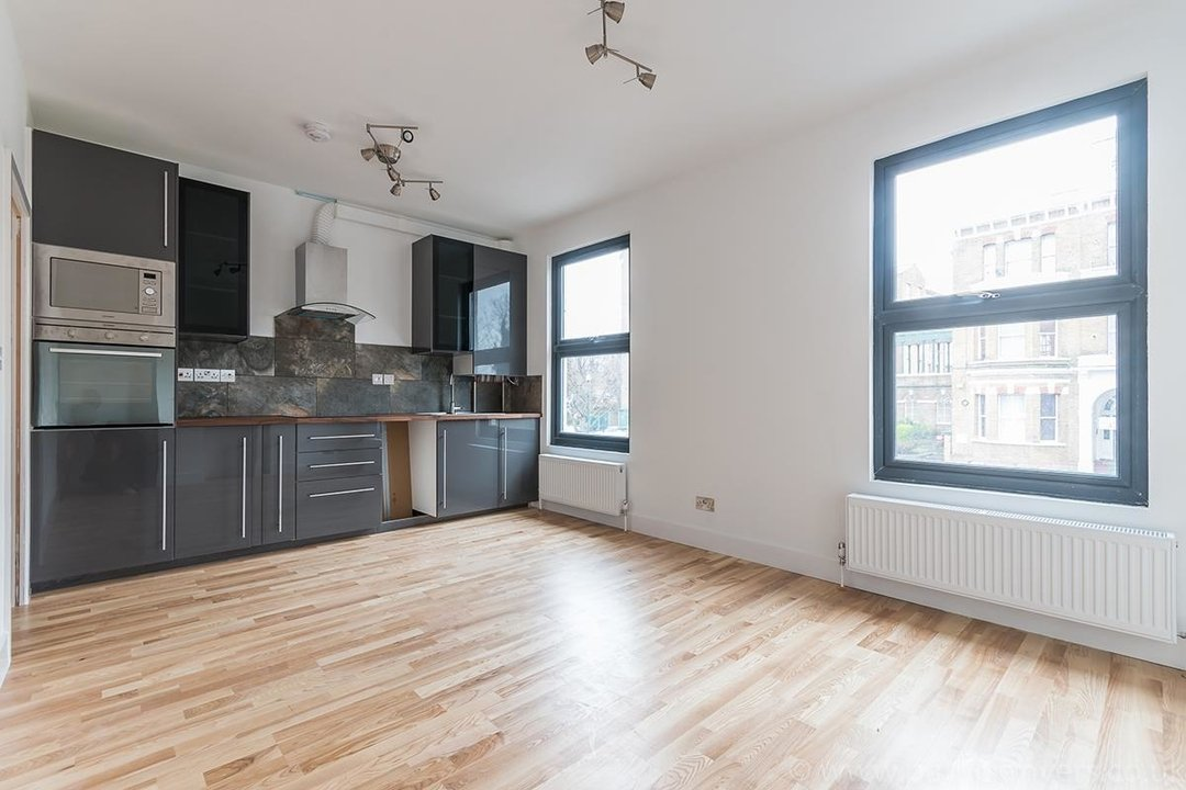 Flat - Conversion Sale Agreed in Gordon Road, London SE15 16 view3
