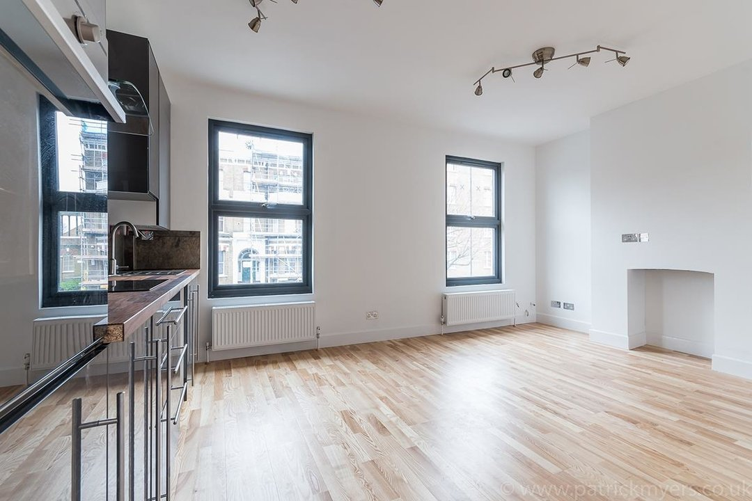 Flat - Conversion Sale Agreed in Gordon Road, London SE15 16 view2
