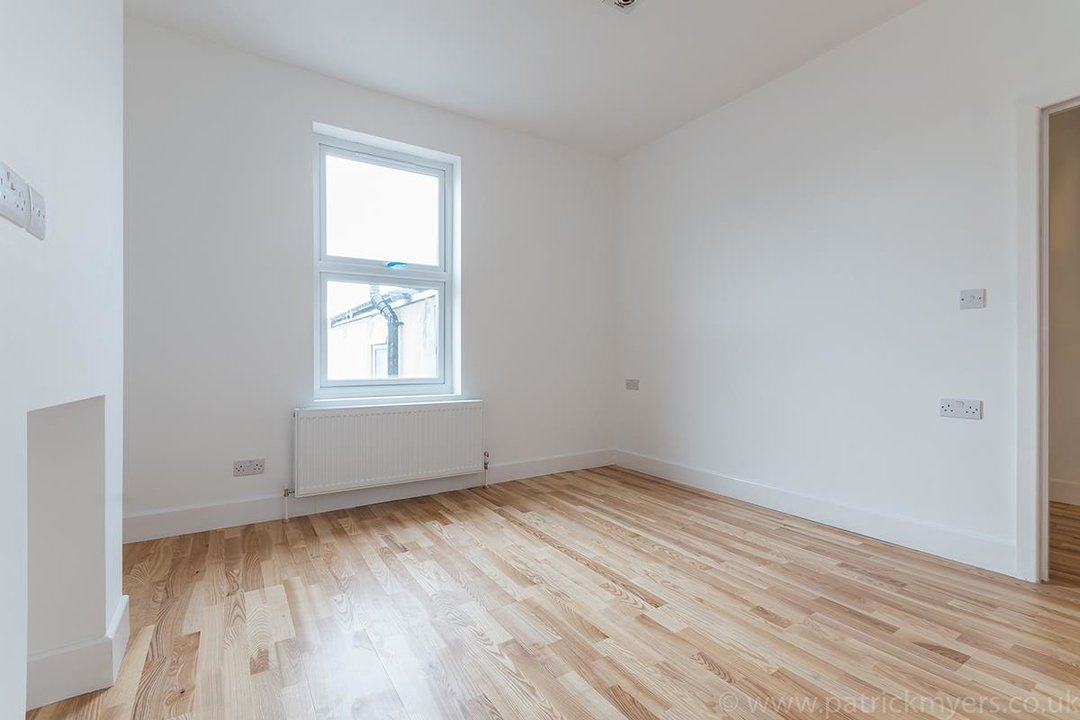 Flat - Conversion Sale Agreed in Gordon Road, London SE15 16 view8