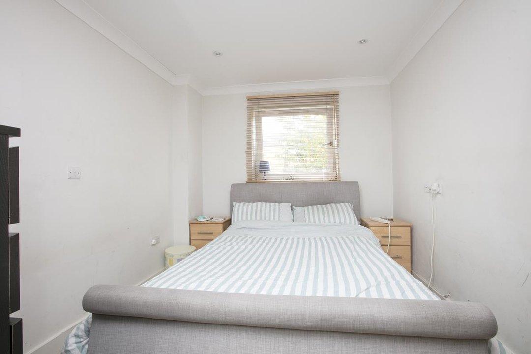 Flat - Purpose Built For Sale in Gordon Road, SE15 215 view4