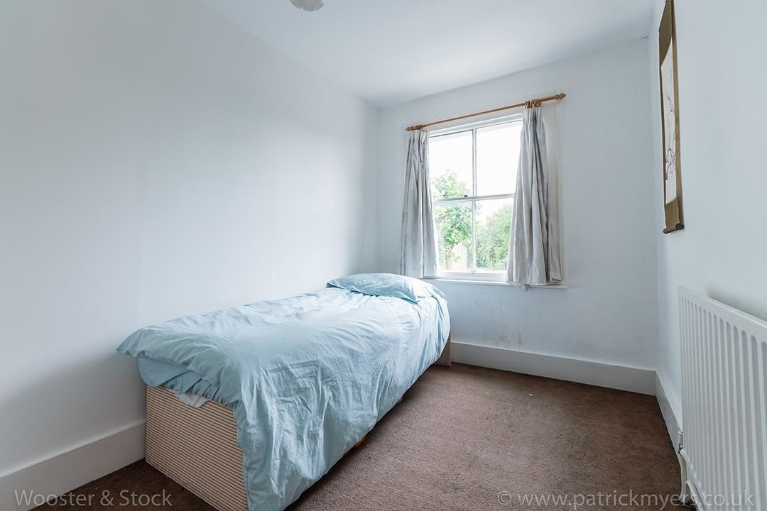 House - Semi-Detached For Sale in Grove Lane, London 121 view27