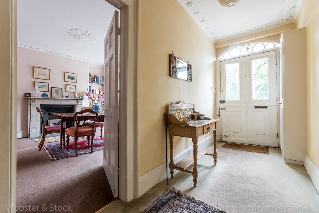 House - Semi-Detached For Sale in Grove Lane, London 121 view2