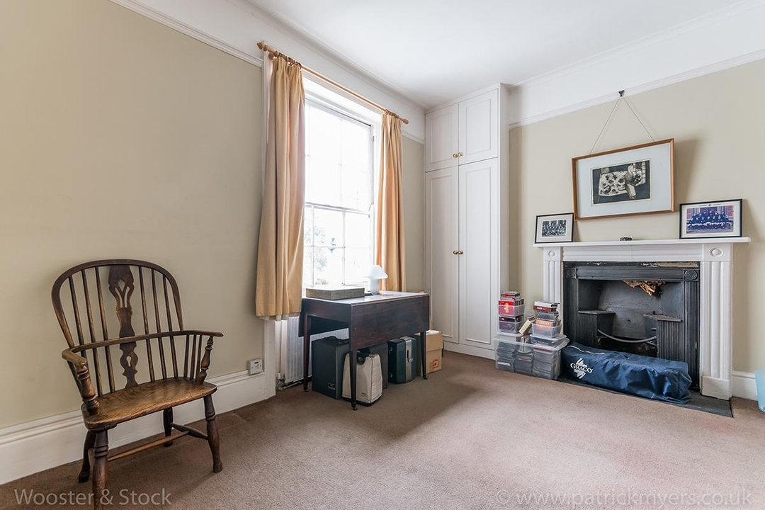 House - Semi-Detached For Sale in Grove Lane, London 121 view25