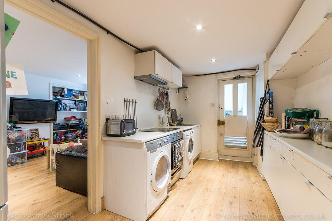 House - Semi-Detached For Sale in Grove Lane, London 121 view30