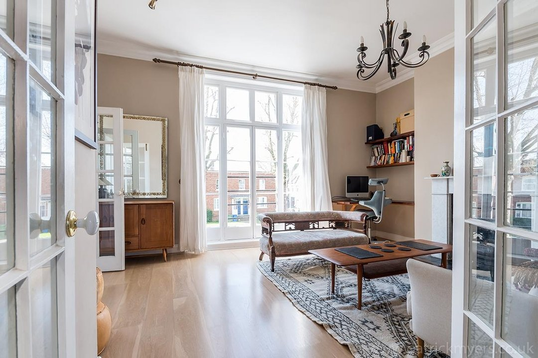 Flat - Conversion Sold in Grove Lane, SE5 12 view2