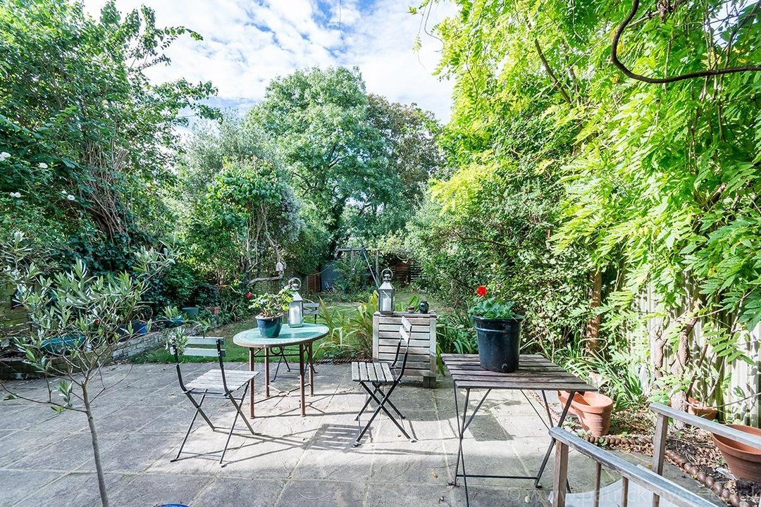 House - Semi-Detached Sold in Grove Park, London SE5 52 view35