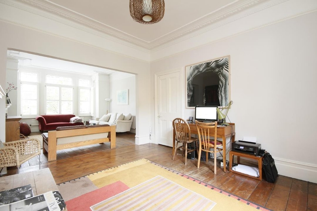 House - Semi-Detached Sold in Grove Park, London SE5 52 view8