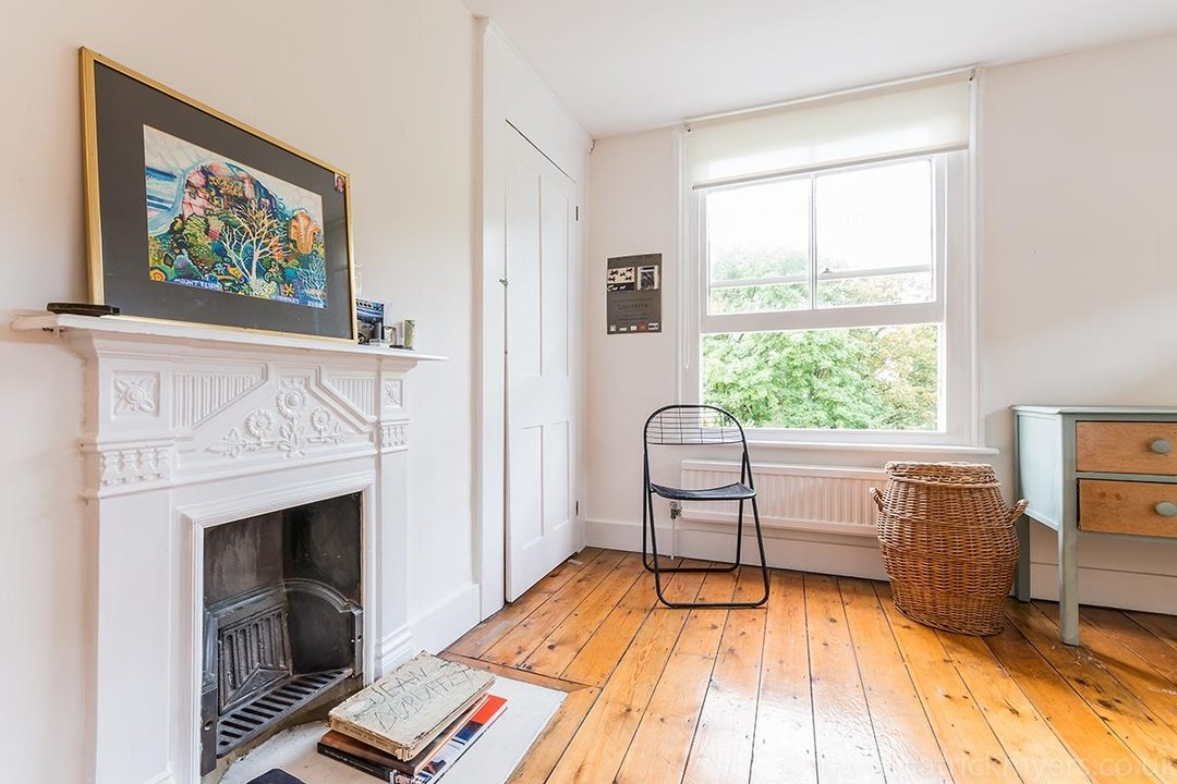 House - Semi-Detached Sold in Grove Park, London SE5 52 view27