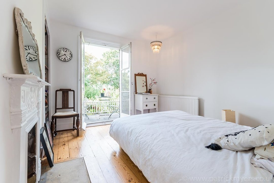 House - Semi-Detached Sold in Grove Park, London SE5 52 view9
